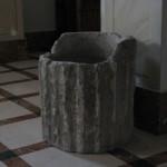 Rocchio di colonna riutilizzato come fonte battesimale
