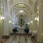 La navata a destra con l'altare di S. Rocco